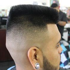 Side of a fresh Juice cut by Jose Bejar Summer Haircuts, Haircuts For Men, Flat Top Haircut, Latino Men, High And Tight, Fade Designs, Men's Grooming, Facial Hair, Barber Shop
