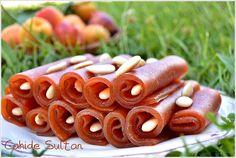 Apricot dumplings with Wachau apricots Food Blogs, Turkish Recipes, Ethnic Recipes, Food Porn, Turkish Delight, Fruit Snacks, No Bake Cake, Granola, Dessert Recipes