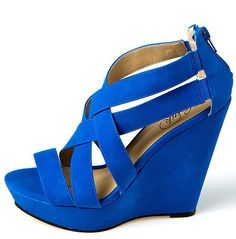 again with the amazing blue shoes....