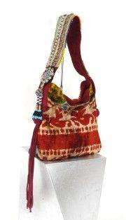 boho bag - Where can I get this one? Hippie Bags, Boho Bags, Beautiful Handbags, Beautiful Bags, Gypsy Bag, Ethnic Bag, Carpet Bag, Hippie Chic, Handmade Bags