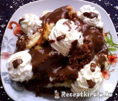 Somlói galuskaHozzávalók: A db tojás 8 ek kristálycukor 6 ek… Hungarian Recipes, Hungarian Food, Trifle, Tiramisu, Waffles, Cake Recipes, Biscuits, Ale, Food And Drink