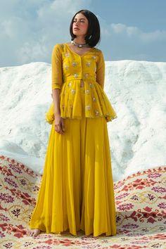 Party Wear Indian Dresses, Pakistani Dresses Casual, Designer Party Wear Dresses, Indian Gowns Dresses, Indian Bridal Outfits, Dress Indian Style, Indian Fashion Dresses, Indian Designer Outfits, Indian Wear