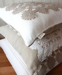 Linen and Lace Pillow Covers Ooooo! You could use the lace doilies that your Great-grandmother handmade! Crochet Cushions, Sewing Pillows, Crochet Pillow, Diy Pillows, Decorative Pillows, Throw Pillows, Lace Pillows, Crochet Doilies, Doilies Crafts