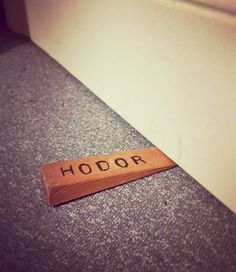 Game of Thrones : 11 clins d'oeil de fans traumatisés par le Hodor twist. Hold The Door #6