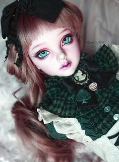 Through the looking glass... My Supia Muse wearing Dollheart´s Alice Dream Outfit.