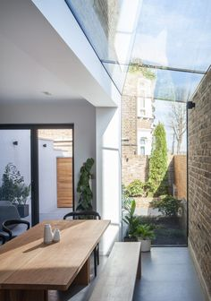 Skylight Discover Mulroy Architects extends house with angled skylights and glass passage Mulroy Architects has added a glass passageway and angled skylights to this three-storey north London house extension which features bespoke furniture House Extension Design, Glass Extension, House Design, Patio Design, Edwardian House, Victorian Terrace, Patio Interior, Interior And Exterior, Kitchen Interior