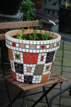 Mosaic Pot #4 | Flickr - Photo Sharing! Looks like it has brown grout which looks great!