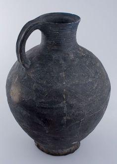 Large jug Gray/black earthenware, Netherlands 1200-1225