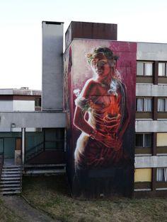 Alaniz street art - The migrant and the liberty #streetart