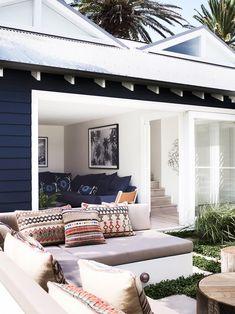 Created by architect Walter Barda and interior designer Justine Hugh-Jones, this newly built beach house in Sydney's Bilgola celebrates coastal living sans beachy clichés. Exterior Colors, Exterior Paint, Exterior Design, Interior And Exterior, Navy House Exterior, Black Exterior, Coastal Living Rooms, Coastal Homes, Coastal Style