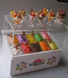 Anybody ice cream? Cute Polymer Clay, Cute Clay, Polymer Clay Miniatures, Polymer Clay Charms, Miniature Crafts, Miniature Food, Miniature Dolls, Doll Crafts, Clay Crafts