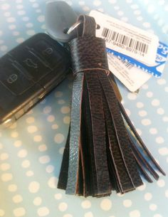 DIY Faux Leather Tassel Keychain via www.newlywife.com