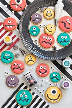 Galletas monstruo para Halloween Halloween 2020, Halloween Party, Cake Decorating Piping, Hallowen Food, Cute Cookies, Cute Cartoon Wallpapers, Halloween Cookies, Monster Party, Sweet Recipes