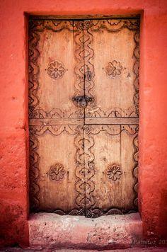 Santa Catalina Monastery, Arequipa, Peru This world is really awesome. The woman… Cool Doors, Unique Doors, When One Door Closes, Traditional Doors, Door Gate, Earthship, Door Knockers, Doorway, Windows And Doors