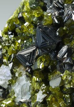 MAGNETITE WITH ANDRADITE, EPIDOTE, CLINOCHLORE AND DIOPSIDE. Awesome triangular formations.