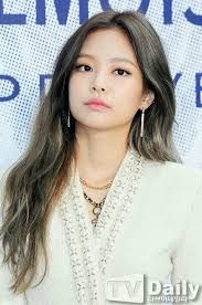 BLACKPINK Jennie's sexy Chanel skirt has everyone googly-eyed — Koreaboo Blackpink Jennie, Forever Young, Oppa Gangnam Style, Black Pink, Rapper, Chanel, Blackpink Jisoo, Pure Beauty, Look At You
