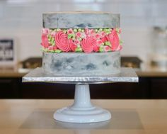 Introducing fault line cakes - the latest cake trend in town! 2019 has been a great year for cake trends overall, but fault line cakes might be our fave yet Beautiful Cakes, Amazing Cakes, Buttercream Flower Cake, White Cake Mixes, Salty Cake, Cake Mix Recipes, Cake Trends, Just Cakes, Cupcakes