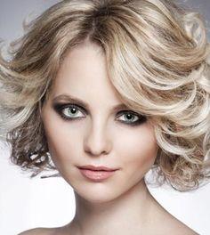 3 Curly Frisuren für Mittellang Haar - Haben Sie Locken lieben? Dann umarmen! Bei jeder Länge, Locken zu verbessern Sie Ihre Haare mit schönen Volumen.