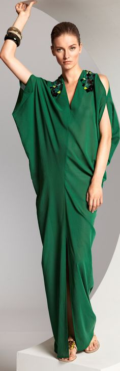 The Glitter Side: Mad About Dresses :: Escada Green Fashion, Love Fashion, High Fashion, Runway Fashion, Haute Couture Style, Look 2015, Estilo Hippy, Looks Style, Mode Style
