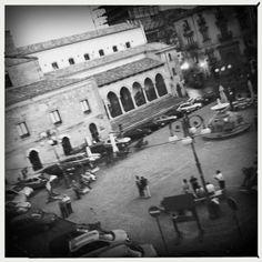 """29 agosto. Nicosia, Enna, ore 21:00 - Piazza Giuseppe Garibaldi, con """"L'isola degli Asini"""" reading de L'ultimo ballo di Charlot di Fabio Stassi. https://it.foursquare.com/v/piazza-garibaldi/4db3ec98cda1c57c825113b0"""