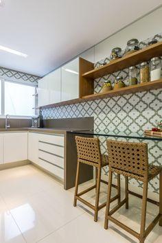 Kitchen Design Open, Interior Design Kitchen, Kitchen Decor, Sofa Bed For Small Spaces, Small Kitchen Organization, Entertainment Room, New Homes, Kitchen Cabinets, House