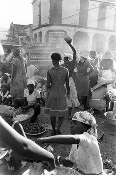 Gary Monroe, Woman lifting fruit on downtown street, Port-au-Prince, Haiti, 1985