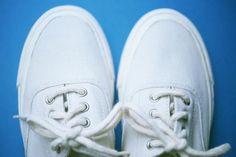 ¿Quieres usar tus tenis blancos pero están manchados? Existen muchos productos que prometen limpiarlos y dejarlos como nuevos, pero lo cierto es que son muy abrasivos y dañan la tela, obligándote a desecharlos. Con estos tipa para lavar tenis blancos de tela, ya no tendrás que preoc