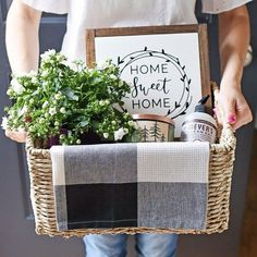 Rustic, cozy, and practical housewarming gift basket idea. Tips for creating a beautiful gift basket with practical and pretty items.