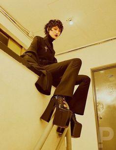 Sora Choi for Elle Korea Mode Alternative, Alternative Fashion, Japanese Street Fashion, Korean Fashion, Sora Choi, Mode Punk, Photographie Portrait Inspiration, Cool Outfits, Fashion Outfits
