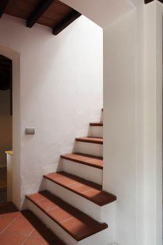 Casa a Campiroli - Officine Liquide #scala #officineliquide #ristrutturazione #interior #interiordesign #cotto