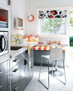 Silver, white and orange kitchen. how to decorate a small kitchen. Orange Kitchen, Kitchen Colors, Cute Kitchen, Kitchen Decor, Kitchen Bars, Mini Kitchen, Ikea Kitchen, Kitchen Seating, Space Kitchen