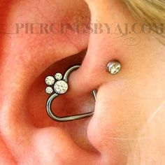 Fresh daith with niobium heart from and titanium gem cluster from Anodized light blue by me in the studio. Daith Piercing, Peircings, Body Piercing, Modern Jewelry, Vintage Jewelry, Body Modifications, Body Mods, Body Jewelry, Jewellery