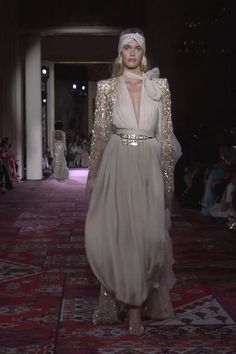 Zuhair Murad Look Fall Winter Couture Collection- Stunning Ivory Woman's Evening Jumpsuit with Deep V-Neck Cut and Embroidered Cape. Runway Show by Zuhair Murad Women's Couture Fashion, Runway Fashion, Fashion Models, High Fashion, Fashion Show, Fashion Design, Gala Dresses, Couture Dresses, Fashion Dresses