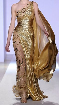 Zuhair Murad Spring Couture 2013 For his latest couture collection, the Lebanese designer sent out an array of gold-embroidered gowns that would provide plenty of sparkle. Elegant Dresses, Pretty Dresses, Formal Dresses, Zuhair Murad Haute Couture, Beautiful Gowns, Beautiful Outfits, Couture Fashion, Fashion Show, Runway Fashion