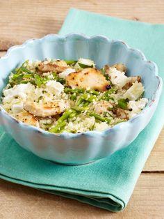 Couscous mit Hähnchenstreifen, grünem Spargel, Feta und Petersilie