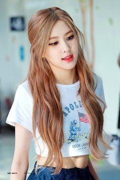 Check out Blackpink @ Iomoio Blackpink Fashion, Korean Fashion, Kpop Girl Groups, Kpop Girls, Foto Rose, Black Pink Kpop, Black Pink Rose, Rose Icon, Blackpink Photos