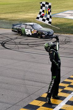 Another win for Kyle Busch at Chicagoland