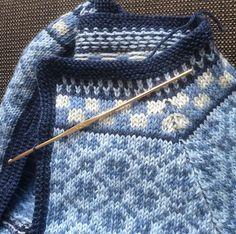 Ravelry: HanneS's Wiola jacket für Frauen Fair Isles a knit and crochet community Fair Isle Knitting Patterns, Knitting Designs, Knit Patterns, Knitting Projects, Knitting Tutorials, Stitch Patterns, Motif Fair Isle, Fair Isle Pattern, Loom Knitting