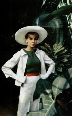 "Christian Dior P/E 1963 ""Rome"". Vintage Dior, Christian Dior Vintage, Vintage Couture, Mode Vintage, Vintage Glamour, Vintage Beauty, Vintage Dresses, Vintage Outfits, Vintage Hats"