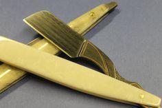 A Bill Ellis custom straight razor utilizing Robert Eggerling pattern welded steel.