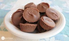 I really don't know what got into me! I can count on a couple of fingers the times I've attempted to make homemade candy in my life! But for some reason, when I saw this recipe for Peanut Butter cups on Rad Megan, it was like I was being pulled by an unseen force field …