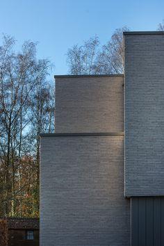 Heylen Ceramics : Quarts HF Brick Facade, Facade House, Brick Architecture, Interior Architecture, Building Design, Building A House, Exterior Wall Tiles, Brick Images, Modern House Facades