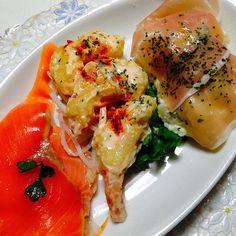 Bom apetite ! Salmão camarão e presunto cru  #delix #delish #delicia #gastronomy #gastropost #gastronomía #kaiseki #entrada #salad #asian #nofilter #love #sea #seafood #presuntoparma #presuntocru #salmondefumado by rosa_japan