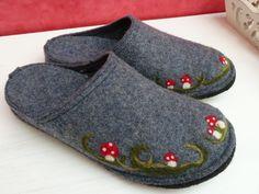 Wool Shoes, Felt Shoes, Felted Wool Slippers, Slipper Boots, How To Make Shoes, Felt Art, Womens Slippers, Wool Felt, Shoe Boots