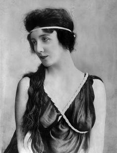 Audrey Munson (June 7, 1922) (© Bettmann/CORBIS) (model for several familiar artworks)