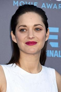 Critics' Choice Awards, January 2015 For the Critics' Choice Awards, Marion Cotillard wore her hair slicked back from her face, letting her bold, fuchsia lipstick do the talking. Valentine's Day Hairstyles, Slick Hairstyles, Braided Hairstyles, Wedding Hairstyles, Beauty Makeup, Hair Makeup, Hair Beauty, Wet Look Hair, Red Carpet Hair