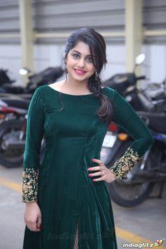 Designer Anarkali Dresses, Salwar Dress, Designer Dresses, Anarkali Gown, Gown Dress, Anarkali Suits, Punjabi Suits, Salwar Neck Designs, Dress Neck Designs