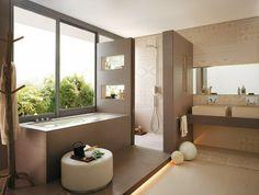 carrelage marron et beige clair à motifs fins dans la salle de bains