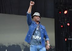 T.I. CALLS OUT FLOYD MAYWEATHER FOR ALL LIVES MATTER COMMENTS   Whatsapp / Call 2349034421467 or 2348063807769 For Lovablevibes Music Promotion   Oppression knows no neutral ground T.I. tells Floyd Mayweather.  T.I. is a vocal supporter of Black Lives Matter and hes doing his best to correct misguided takes on the movement. Today hes decided to check Floyd Mayweather who made the questionable decision to use the phrase All Lives Matter and give the advice follow directions follow order. Dont…