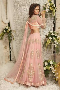 Browse through Swati Agarwal Couture Indian wedding dresses and lehenga collection at MyShaadi. Find the perfect wedding dress by Swati Agarwal Couture Indian Bridal Lehenga, Indian Bridal Wear, Indian Attire, Indian Ethnic Wear, Ethnic Fashion, Asian Fashion, Indian Dresses, Indian Outfits, Collection Eid